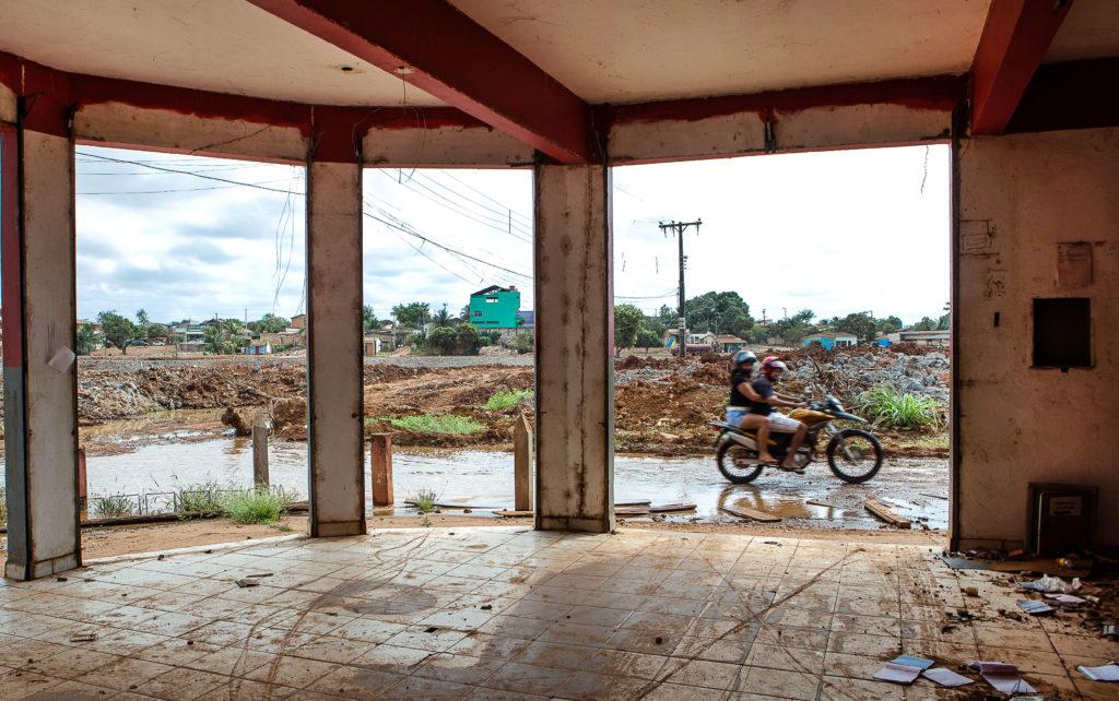 O espaço da dor e a sonoridade do discurso: sobre  Amazônia, Bembelemedo, Miraltamira, de Paulo Vieira