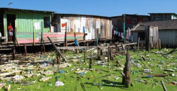 A destruição dos igarapés pesa trinta toneladas por dia