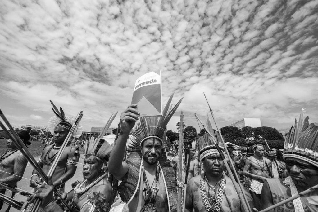 Indígenas em protesto contra a transferência da demarcação de suas terras para o Ministério da Agricultura, em Março de 2019.