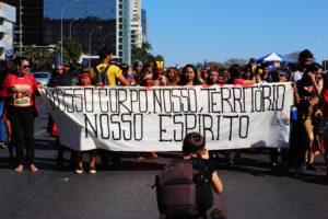 Perseverança pela vida indígena vai da luta corpo a corpo à educação