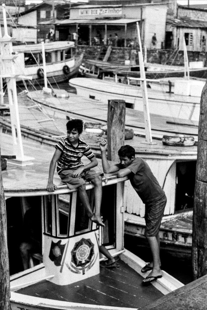 crianças barcos fotografia santana amapá