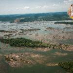 Floresta alagada pelo represamento do rio