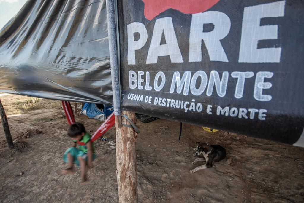 Acampamento com faixa: Pare Belo Monte